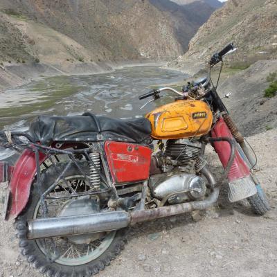 Moto russe IZH aux sept lacs