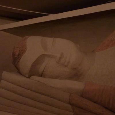 Grand boudha au nirvana